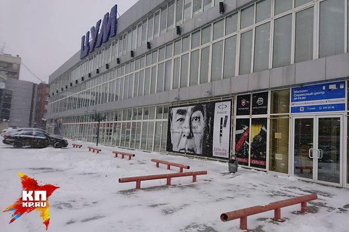 Фотография Леонида Ильича незаконно попала на стену здания. Фото: Алексей КРЕСТЬЯНОВ