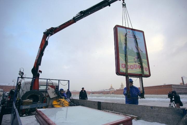 Снос лайтпостеров и билбордов начали с Кронверкской набережной