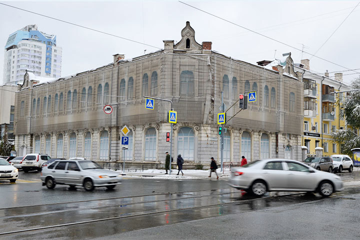 В Самаре идет ремонт фасадов исторических зданий.