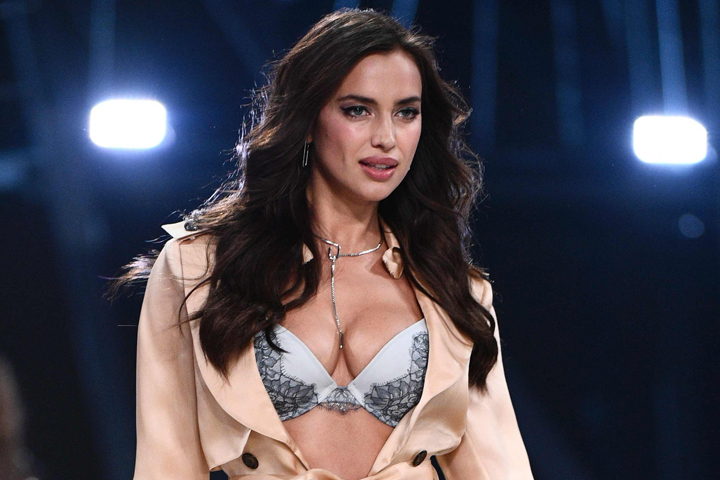 Минувшим вечером россиянка приняла участие в грандиозном гала-шоу Victoria's secret в Париже.