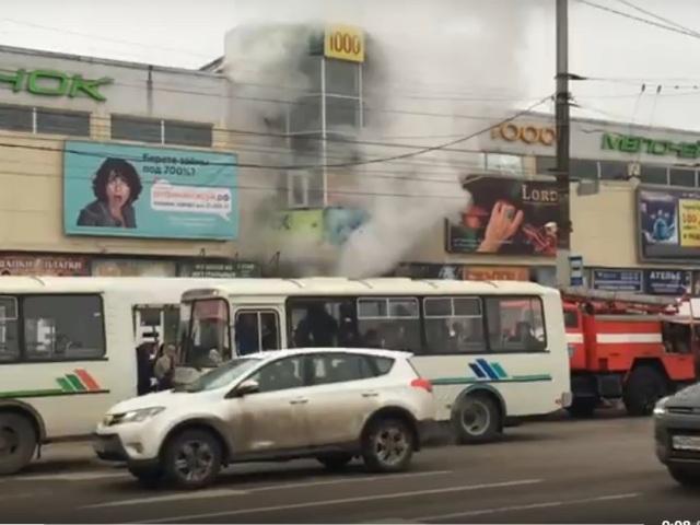 Вгороде Воронеже из-за пожара нарынке уцирка эвакуировали 180 человек