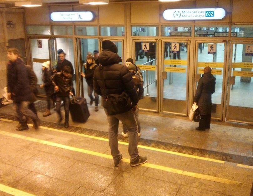 На «Площади Ленина» из-за подозрительного предмета закрыли выход кФинляндскому вокзалу