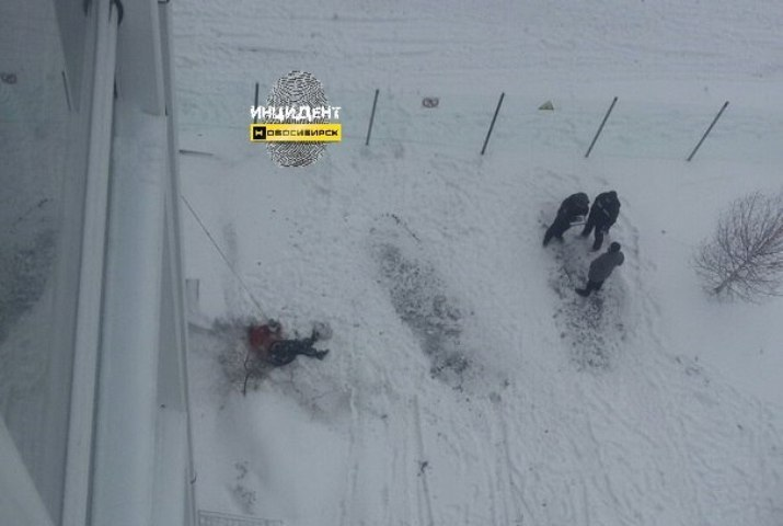 Рабочий-альпинист сорвался состены высотки