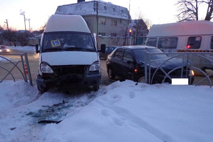 Очередная авария сучастием маршрутки произошла вСтаврополе. Есть пострадавшие