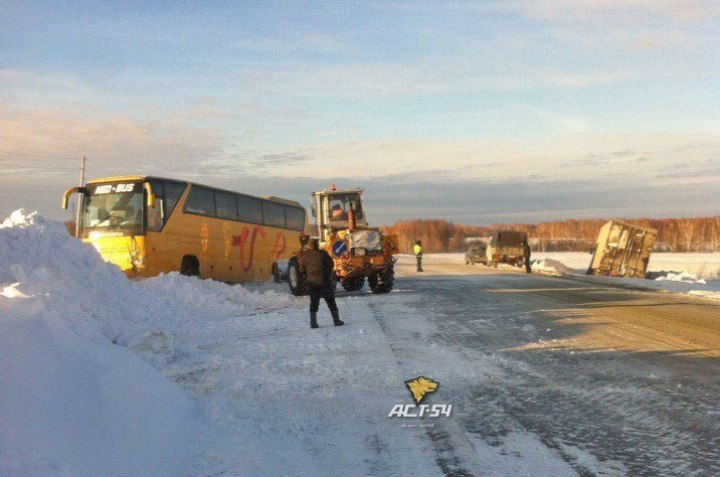 Автобус с22 пассажирами попал вДТП вНовосибирской области