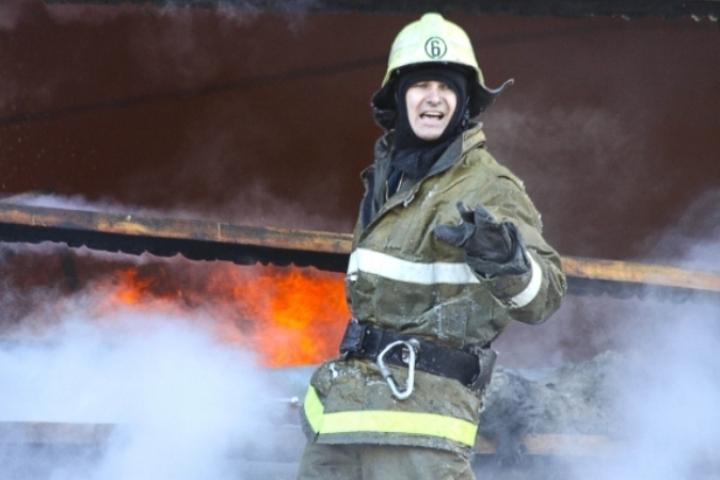 Мужчина спас пятерых человек изгорящего дома доприезда пожарных