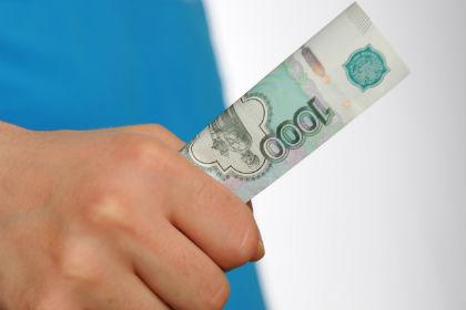 ВОмске автомойщик похитил удиректора и рабочего СТО 30 тыс. руб.