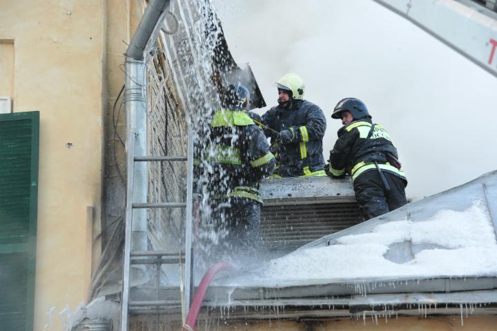 Изгорящей пятиэтажки вОмске спасли 6 детей