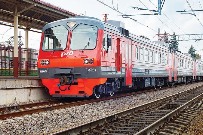 Под Толмачево поезд сбил подростка внаушниках