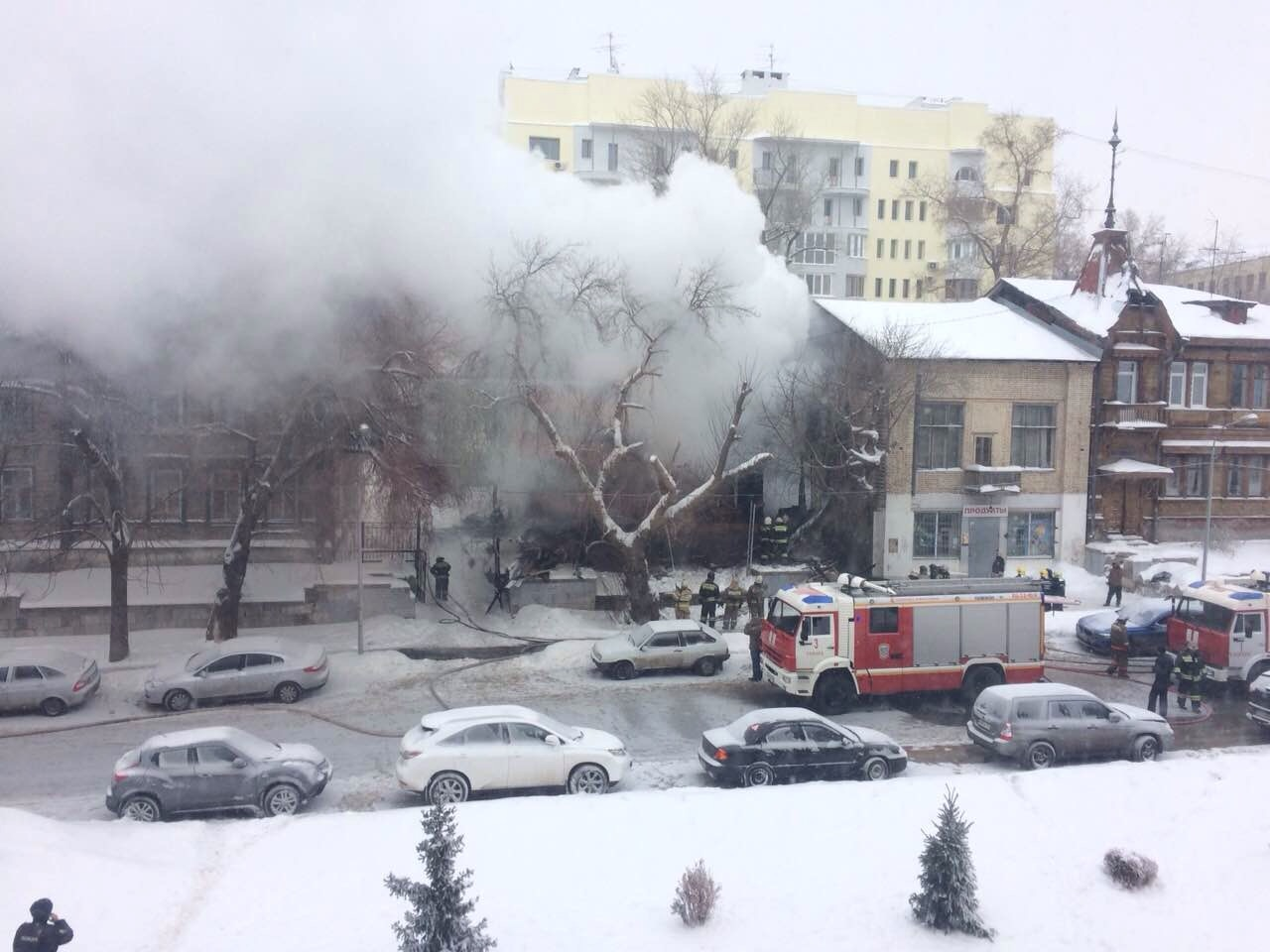 ВСамаре вцентре горел двухэтажный дом рядом сдрамтеатром