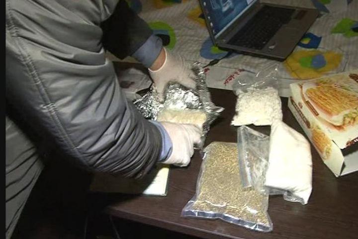 ВБрянской области полицейские задержали наркоторговца скрупной партией синтетических наркотиков