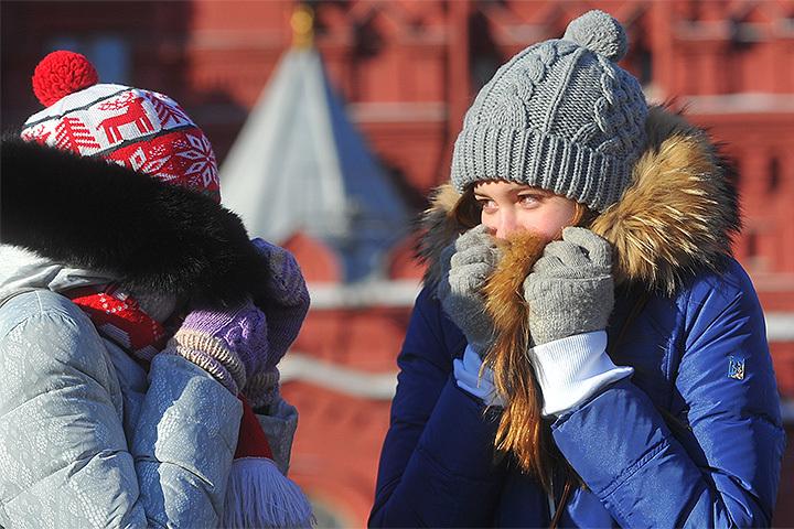 Варежки, шапка и шарф - первые друзья человека в мороз.