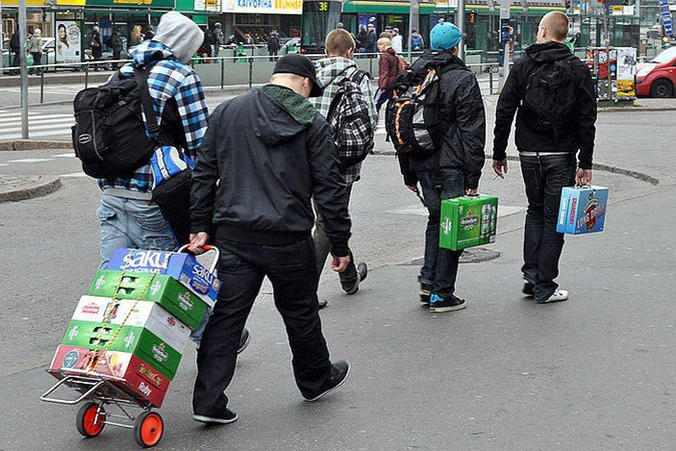 Две трети опрошенных выступили за либерализацию в Финляндии продажи алкоголя.