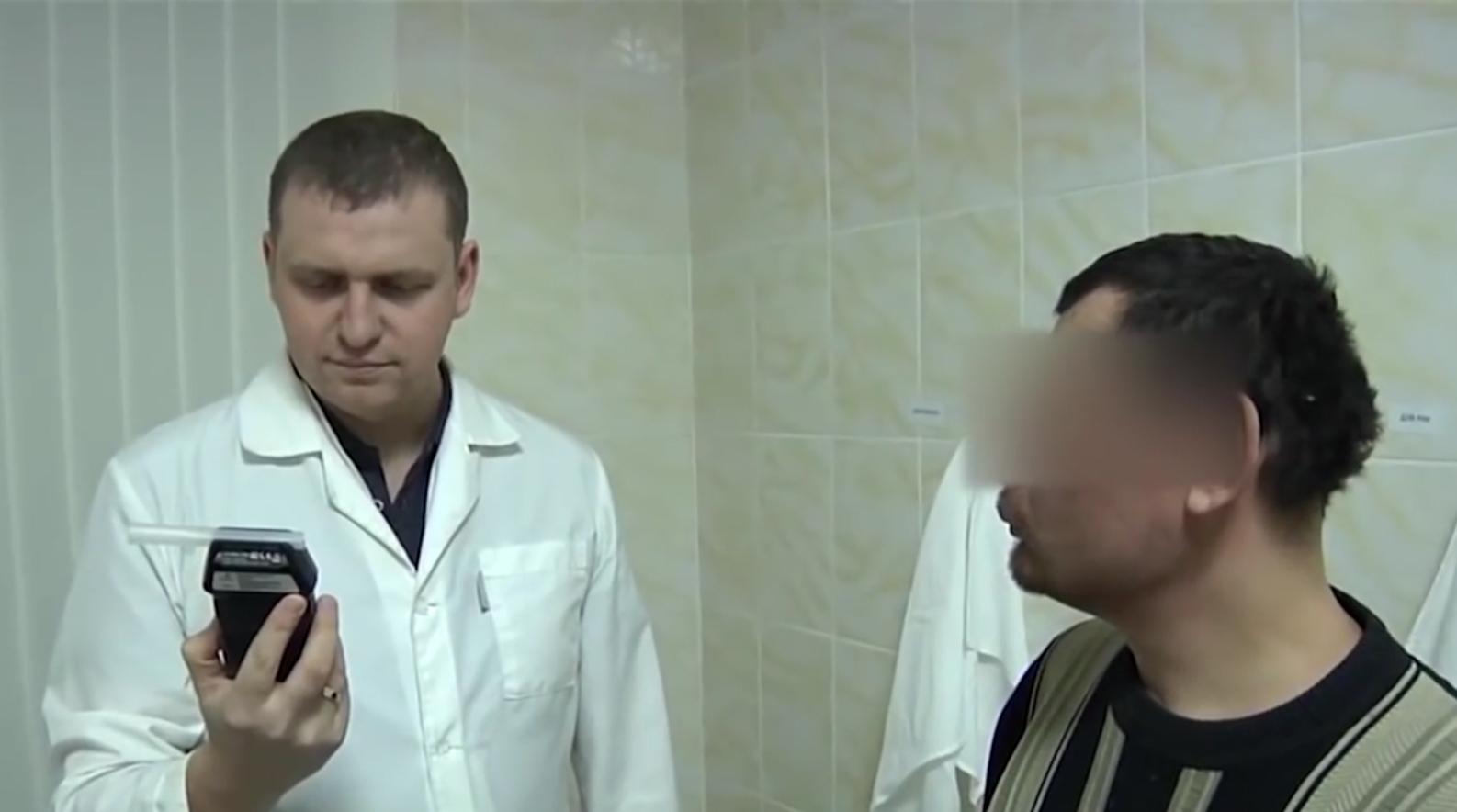 Егор утверждает, что выпил три литра водки. Фото: Алексей НАГИБИН.
