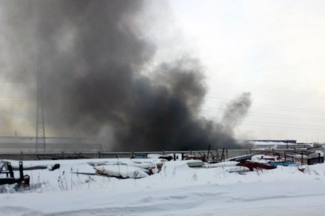 Сверепый пожар произошел вофисном помещении вБарнауле