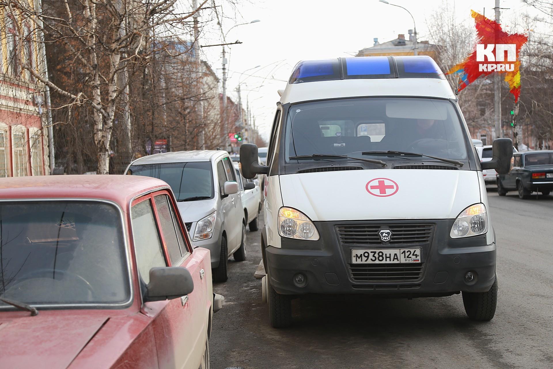 ВКрасноярске шофёр такси отказывался пропустить «скорую» водвор