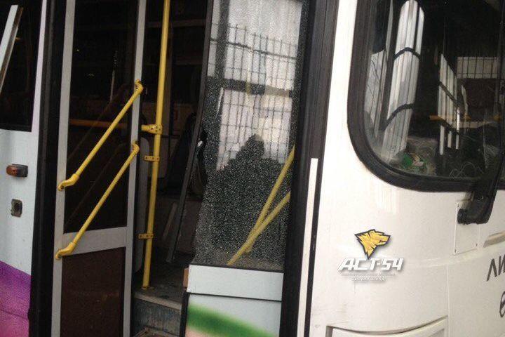 Автобус обстреляли наостановке вНовосибирске