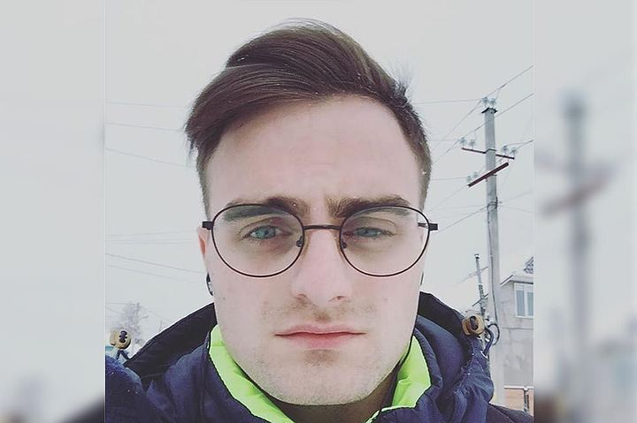 Сыгравшему Гарри Поттера английскому актеру показали его красноярского двойника