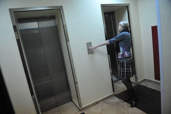 Навостоке столицы вшахте лифта торгового центра обнаружили мужское тело