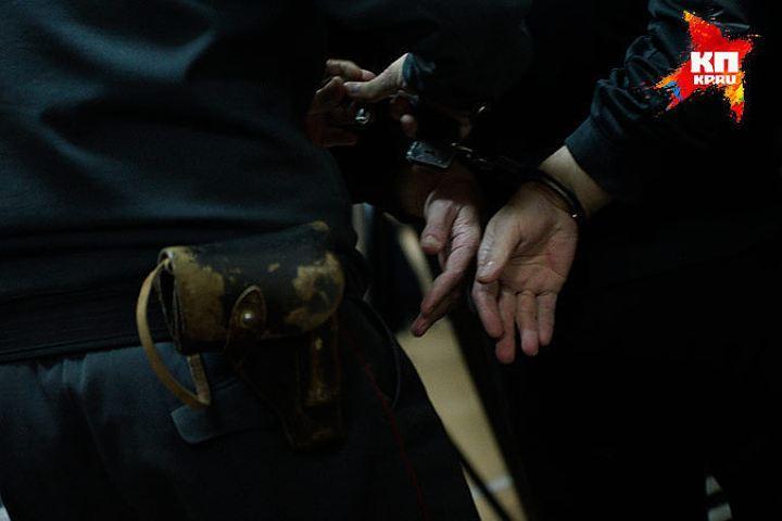 ВЕкатеринбурге нетрезвый мужчина пытался задушить 16-летнюю девушку наостановке