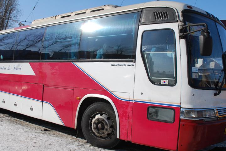 Неизвестные обстреляли автобус вИркутске