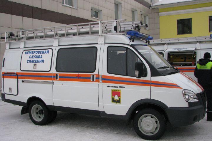 ВКемерове cотрудники экстренных служб освободили ребёнка, который остался вквартире один