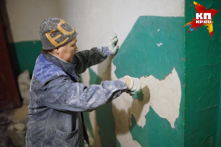 Брянцы поведали градоначальнику Хлиманкову осквозных трещинах всвоей пятиэтажке