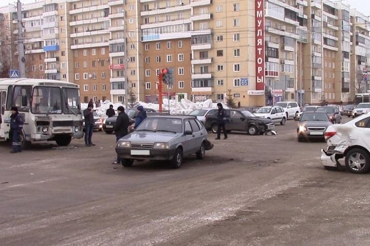 Водитель, устроивший ДТП вЛенинске-Кузнецком, расплакался вполицейском автомобиле