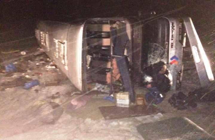 Автобус спаломниками опрокинулся вВолгоградской области