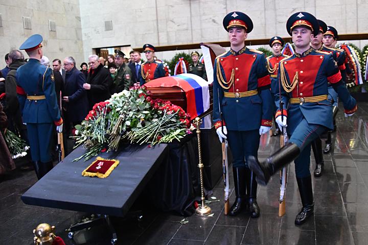 Лавров пообещал увековечить память Чуркина