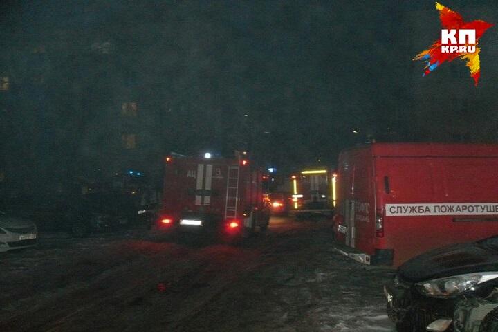 ВКазани спасли 20 жильцов горящего дома, один человек умер