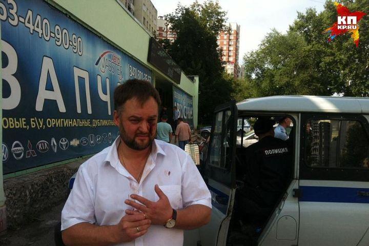 Работники  автосервиса избили корреспондентов  вЕкатеринбурге. Дело передано всуд