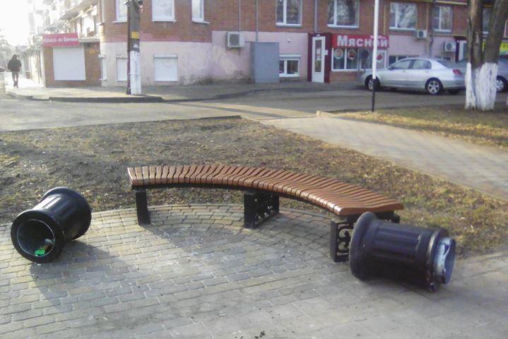 ВЕйске хулиганы стащили мраморную жемчужину снабережной Кубань