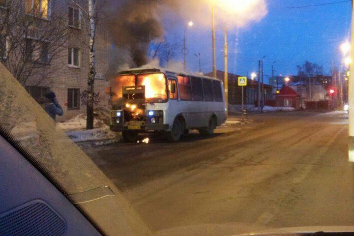 ВЕкатеринбурге из-за газового оборудования вспыхнул пассажирский автобус