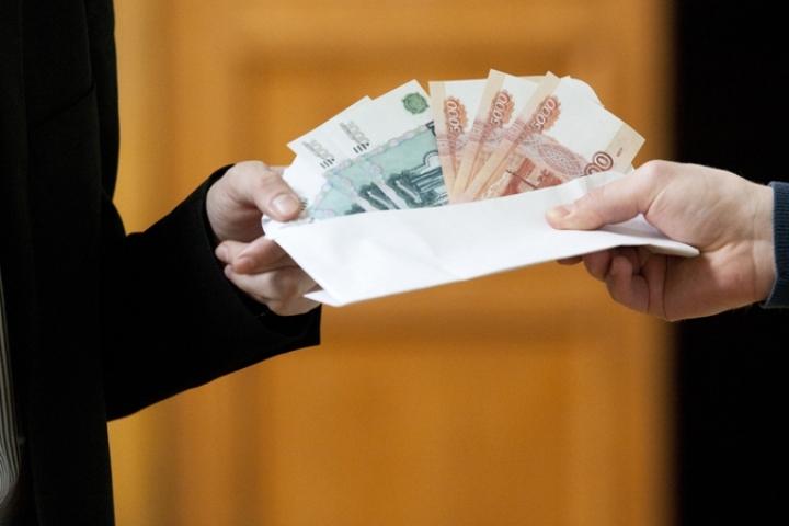 Заведующая детсадом вАльметьевске 8 лет получала заработную плату за14 человек