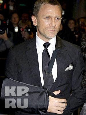 """Актер на премьере фильма """"Story Of James Bond"""""""
