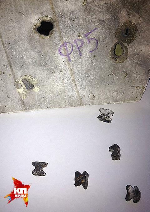 """Двутавры и следы от них (в форме """"бабочки""""). Однако известно, что ни одного такого следа на фюзеляже """"Боинга-777"""" обнаружено не было. Фото: Александр БОЙКО"""