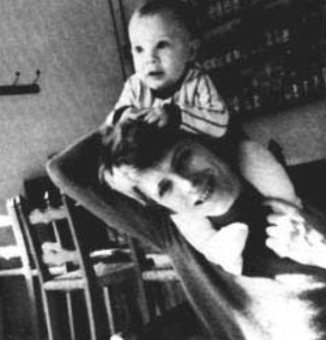Архивное фото семьи Боуи