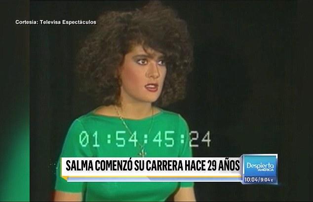 Кудрявый начес, мощные брови и перламутровая помада: Сальма явно красилась сама, а кофточки покупала в ближайшем супермаркете. Фото: кадр с видео