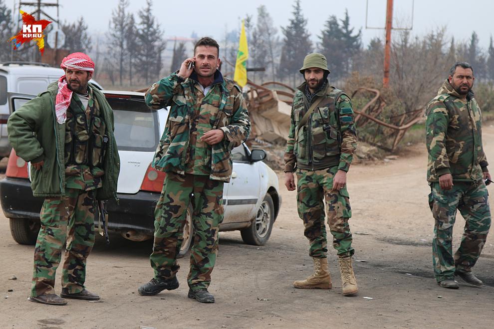 Солдаты общаются охотно, только просят не снимать оружие, установленное на позициях Фото: Александр КОЦ, Дмитрий СТЕШИН