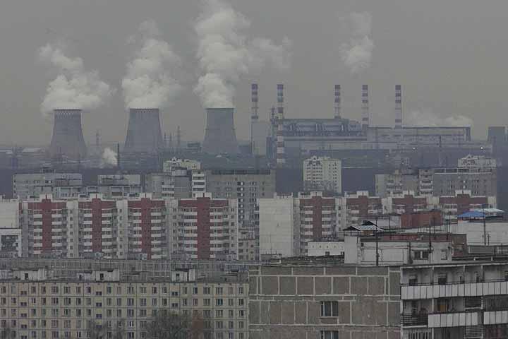 В ближайшие 15 лет России надо внедрять более экологичные технологии, такими темпами, чтобы производство росло, а выбросы нет Фото: Владимир ВЕЛЕНГУРИН