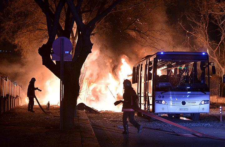 По предварительным данным, речь идёт о 11 погибших. По меньшей мере, 20 человек пострадали. Фото: REUTERS