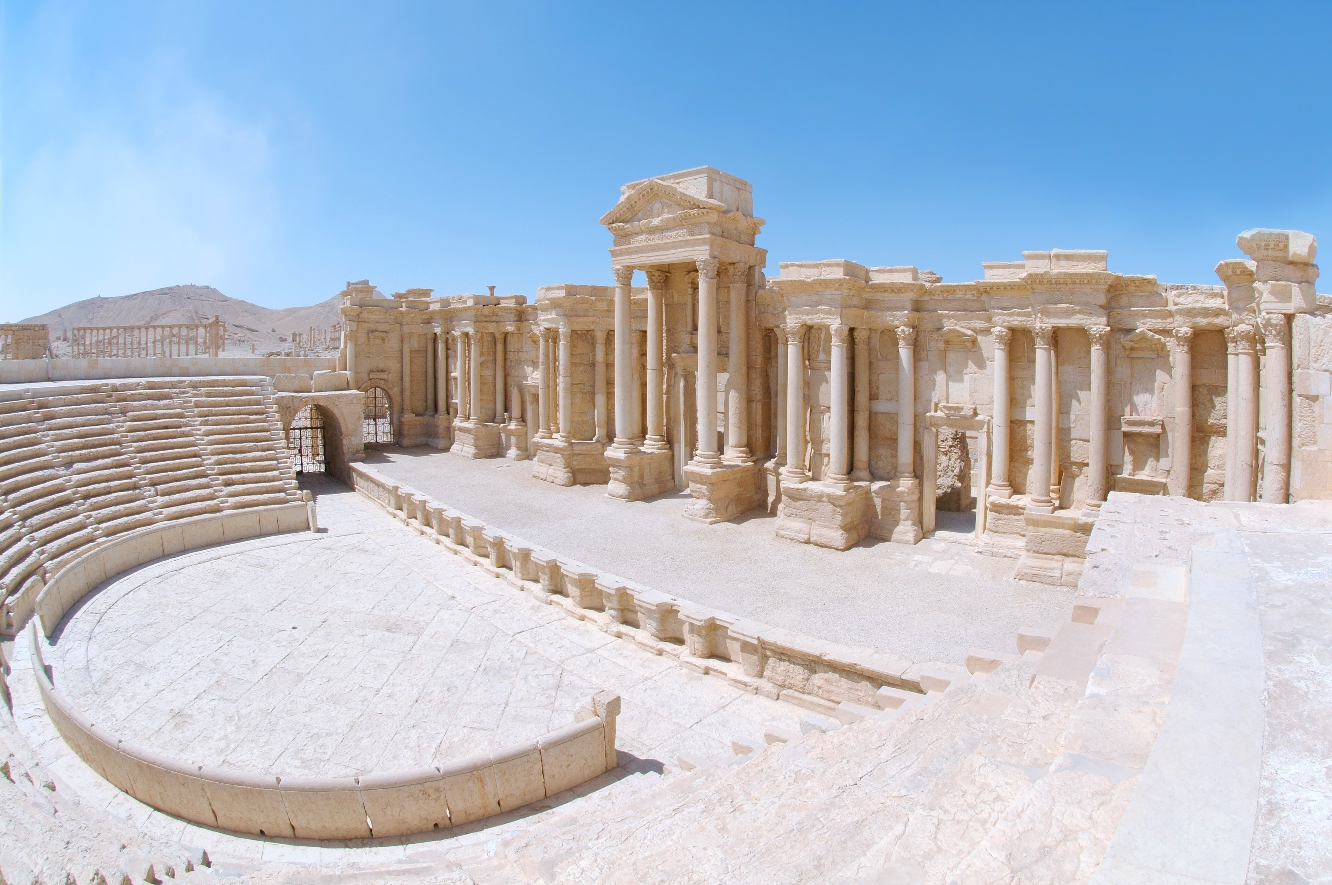 Не так давно Пальмира выглядела так. И привлекала туристов со всего света... Фото: Andrey Nekrasov\Zuma\TASS