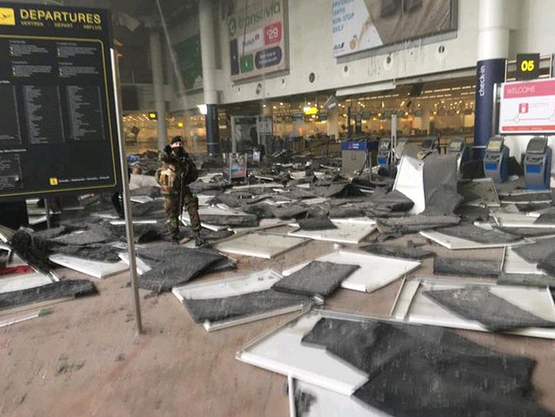Последствия взрыва в аэропорту Брюсселя.