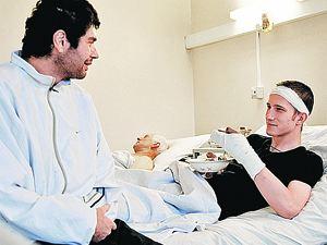 Родные Глеба уверяют, что он дружелюбно относится к людям всех национальностей. Вот и в больнице парень быстро нашел общий язык с соседом по палате Расулом.