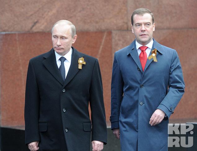 Дмитрий Медведев и Владимир Путин на параде Фото: РИА Новости