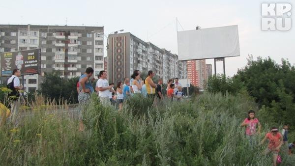 Пожар в Ижевске привлек внимание зевак и детей. Фото: Алексей ИВАНОВ