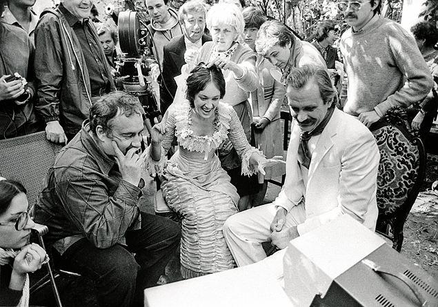 Эльдар Рязанов на съемочной площадке «Жестокого романса» с Ларисой Гузеевой и Никитой Михалковым. 1983 год. Фото: RUSSIAN LOOK
