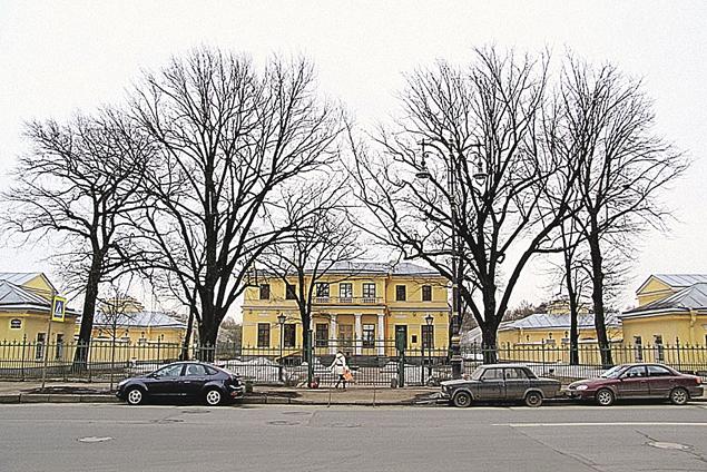 Через Валерия Пузикова проходили продажи даже памятников архитектуры в центре Петербурга - на фото Дом садовника у Таврического дворца.