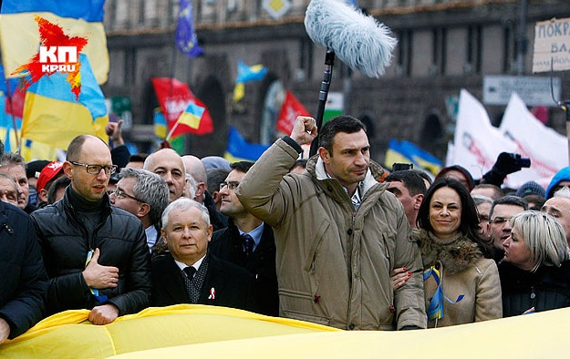 """Когда одного из трех оппозиционных """"богатырей"""" спросили, почему они не идут штурмовать здание администрации президента, он в испуге сказал: """"Да вы что?! Меня ж за это посадят!"""" Фото: REUTERS"""